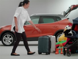 FOOTAGE - How to load the boot of your car for the holidays and keep your sanity