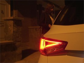 Keys to gaining the maximum benefit from your car lights Video HQ Clean