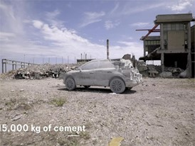 15,000 kg of cement to turn the Arona into a sculpture - HD