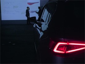 300 LEDS detras de la mirada de tu coche-HD-SIN ENDING