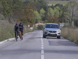 The car that looks out for cyclists_HQ Footage