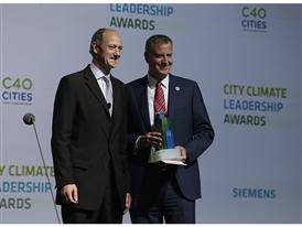 Roland Busch, CEO of Siemens Infrastructure & Cities Sector with Mayor de Blasio 9/22/14