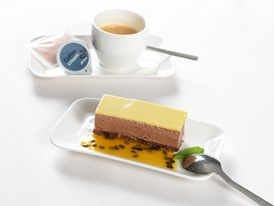 Dessert in Business Class: Felchlin chocolate mousse with passion fruit and tonka bean