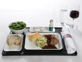 Main course in Business Class: Luma beef patties with red wine and balsamic jus