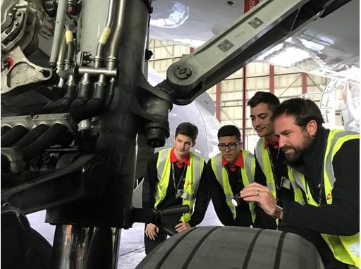 SWISS Training aircraft engineers
