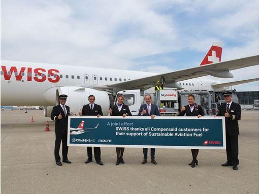 SWISS CEO Dieter Vranckx with SWISS crew