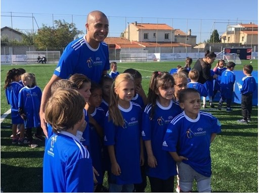 Maxi-pitch donation in Marseille
