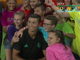 RONALDO MEETS KIDS SLOWMO