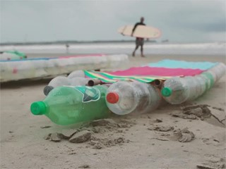 Surf and clean as Volvo Ocean Race sailors hit the beach