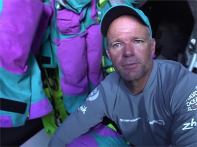 team AkzoNobel loses miles after miscommunication among team