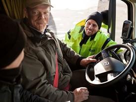 Volvo_Trucks_vs_750_Tonnes_10