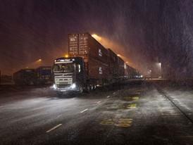 Volvo_Trucks_vs_750_Tonnes_9