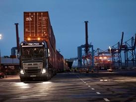 Volvo_Trucks_vs_750_Tonnes_5