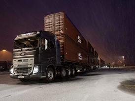 Volvo_Trucks_vs_750_Tonnes_3
