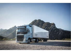 The Volvo FH LNG offers performance on a par with the diesel-powered Volvo FH but with 20–100% lower CO2 emissions