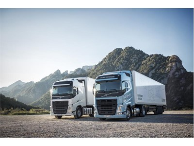 The Volvo FH LNG for long-haul operations runs on natural gas or biogas and offers the same performance as a diesel-powe