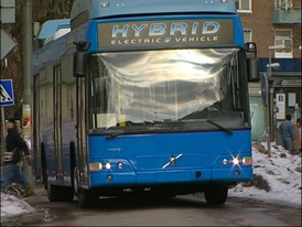 Volvo Group Premieres Hybrid Technology for Trucks and Buses