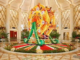 Wynn Palace Ferris Wheel Floral Sculpture by Preston Bailey Roger Davies