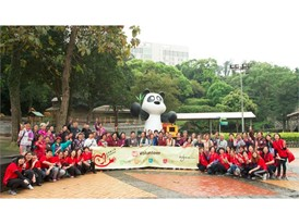 Wynn volunteers invite seniors from Tung Sin Tong to visit the Panda Pavilion