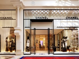 Chanel-Exterior-Barbara Kraft