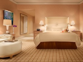 Wynn Deluxe King-Room-Barbara Kraft