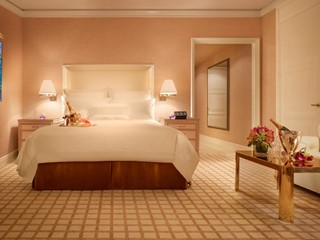 Wynn Deluxe Room by Barbara Kraft