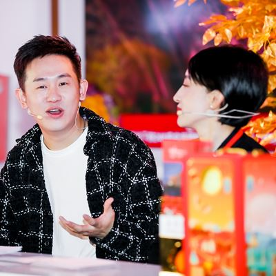 Wynn is conducting Douyin live streaming with popular Beijing vlogger Will to boost engagement with Beijing residents