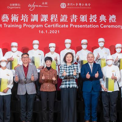 "Wynn and FAOM co-host the ""Wynn Care Career Advancement Scheme"", and present  graduation certificates to 20 participants"