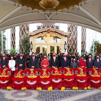 Group photo of Wynn management team and lion dance performers