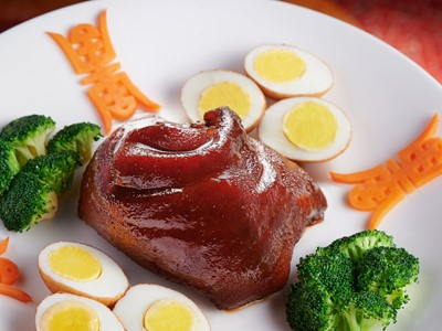 Braised Pork Hock and Egg in Soy Sauce - Golden Flower