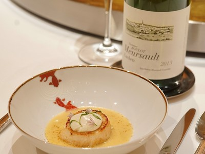 "Scallop ""a la plancha"" with Pearl of Burgundy wine paired with Meursault les Luchets, Domain Roulot 2013"