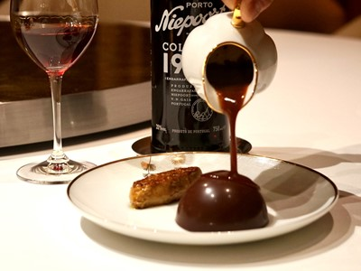 Chocolate dome <Tournedos Rossini style> with foie gras paired with Niepoort Colheita 1997