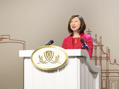 Ms. Linda Chen, Vice Chairman and Executive Director of Wynn Macau, Limited,  delivers a welcome speech