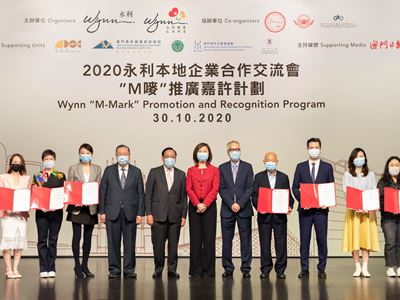Wynn presents certificates of recognition to enterprises