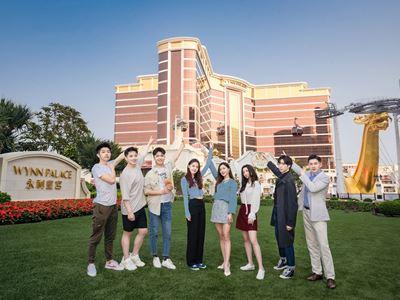 《闪闪发光的你》节目跟随多名从全球一万多个学生中脱颖而出的优秀年轻实习生们开启职场生涯,到访永利皇宫