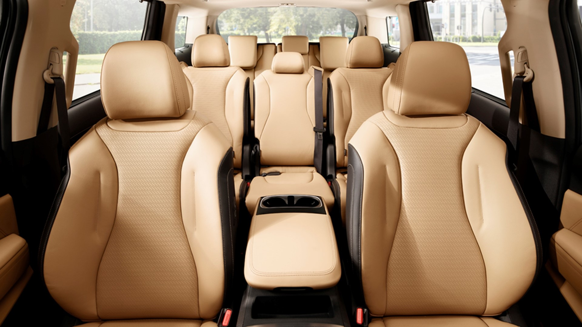 Kia introduces all-new Carnival, offering unrivalled style, space and comfort - Image 3
