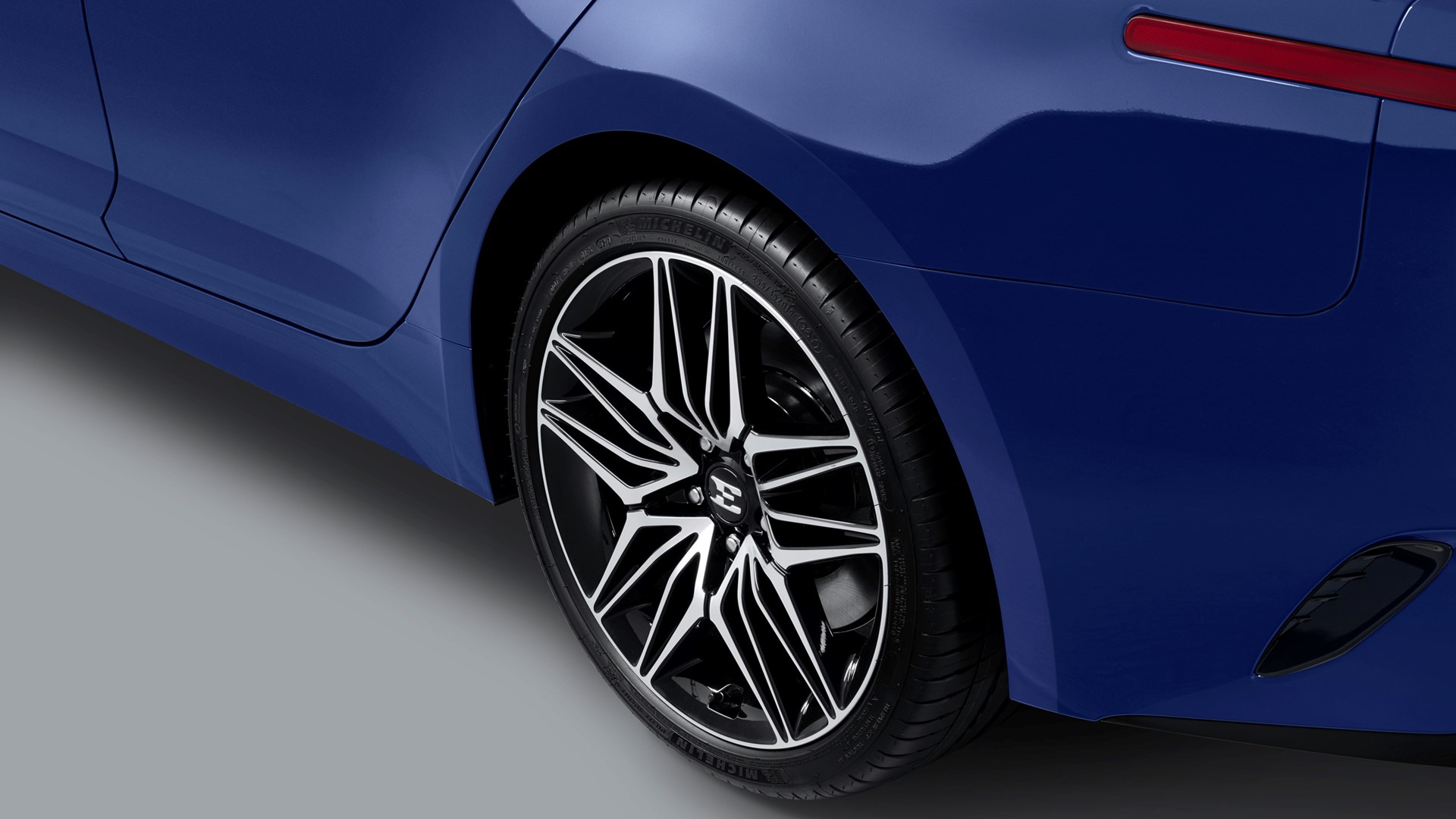 More tech, power and safety for upgraded Kia Stinger - Image 4