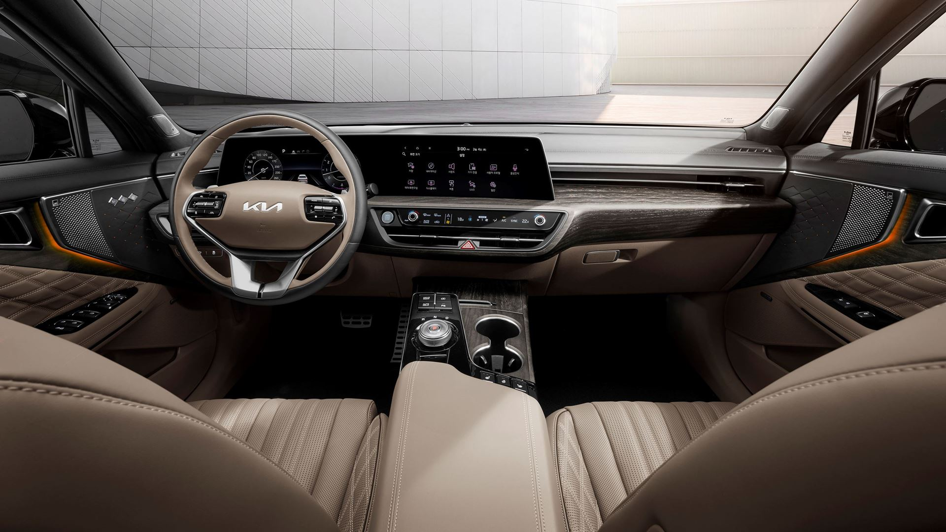 Kia K8 interior – modernity and technology meet in a luxury sports sedan - Image 1