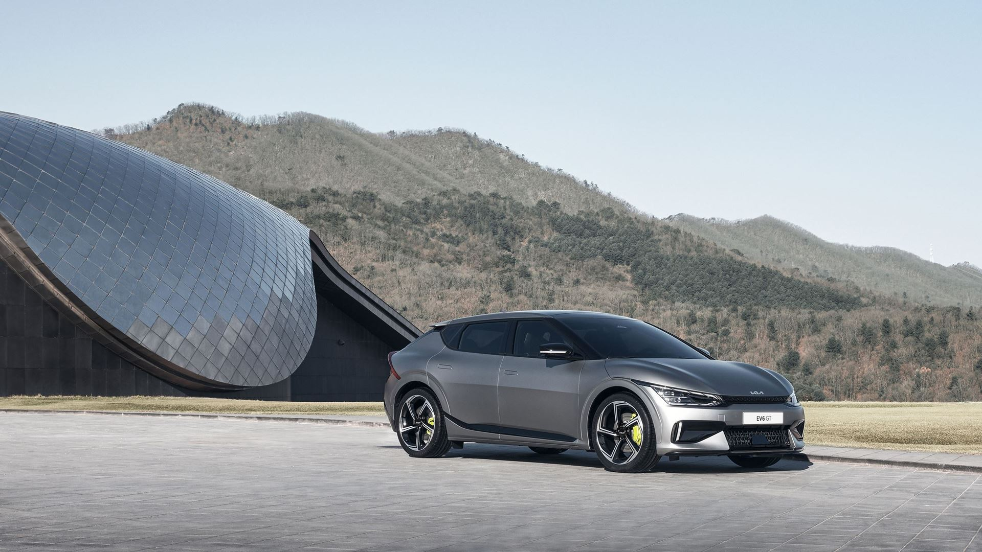 Kia EV6 redefines boundaries of electric mobility with inspiring design, exhilarating performance and innovative space - Image 8