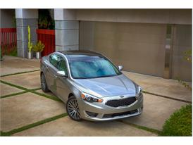 Upgraded Kia Cadenza (front static)