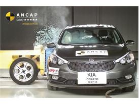 PHOTO - Kia Cerato 2013 (5 stars) side impact