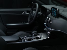 Kia Stinger GT Interior (4)_US Spec