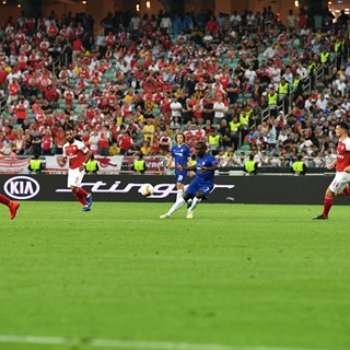 Chelsea FC and Arsenal FC players square off against one another at a 2018/2019 UEFA Europa League Championship match