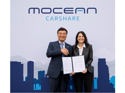 Left : Hyundai Motor Company, EVP KyoungLim Yun / Right : LA Deputy Mayor, Nina Hachigian