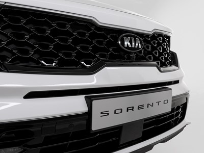 The new Kia Sorento - front grills