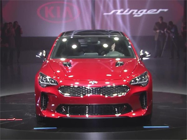 Kia Stinger Reveal Moment-v2