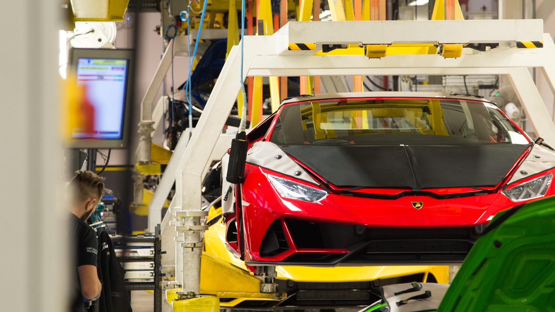 Lamborghini Christmas Drive: a holiday journey with Aventador SVJ, Huracán EVO and Urus celebrates a successful 2019 - Image 7