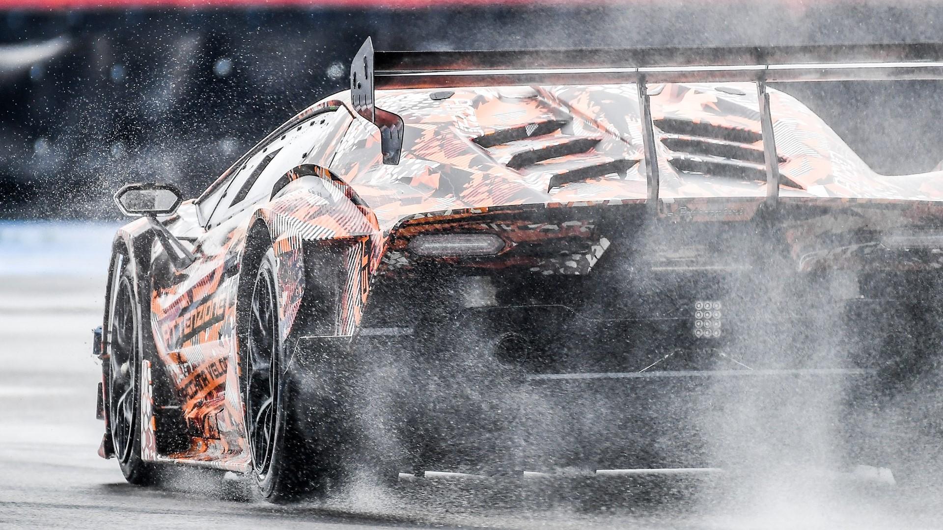 Lamborghini SCV12: Squadra Corse hypercar ready to hit the track - Image 1