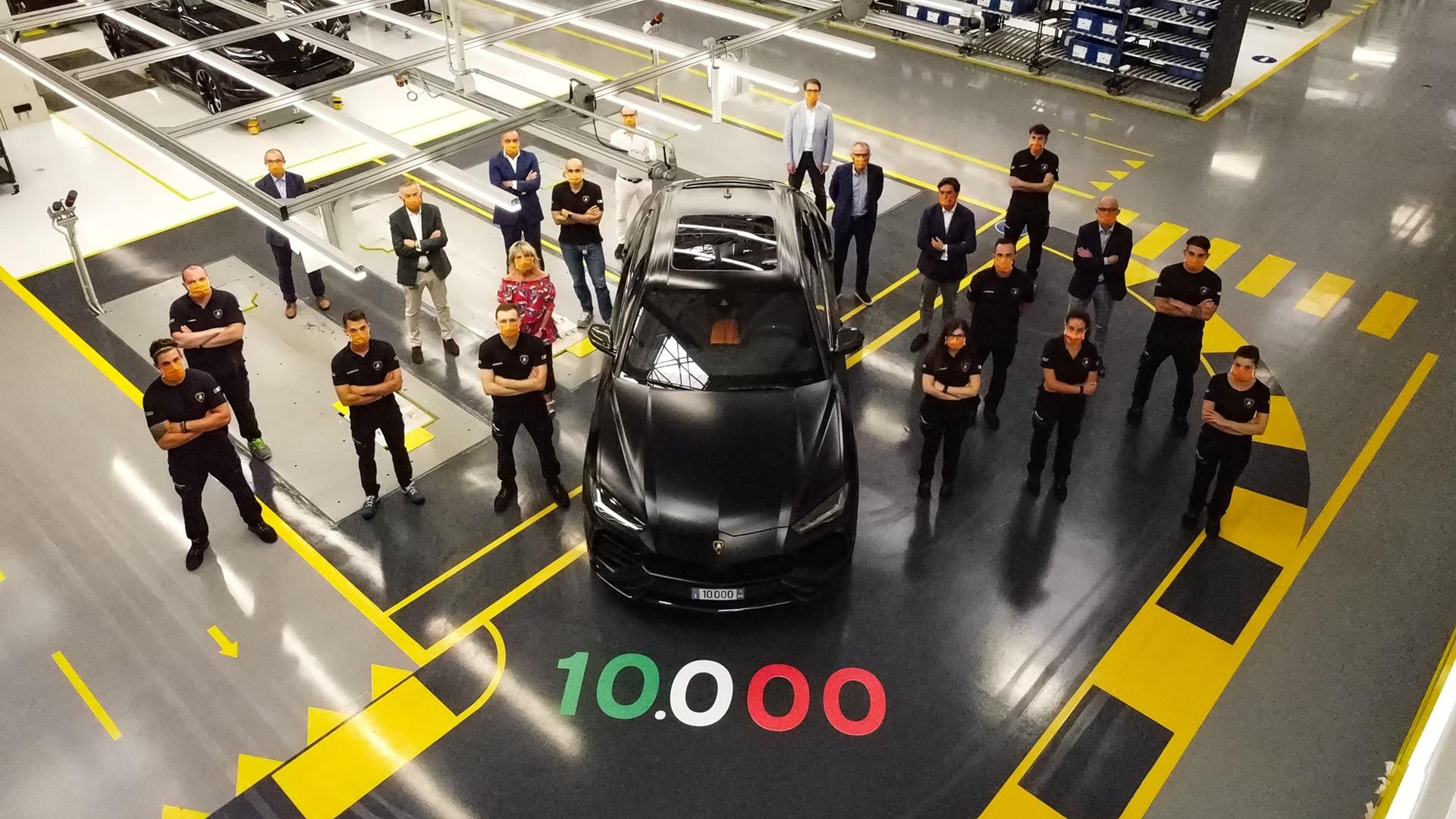 New production record: Automobili Lamborghini celebrates the 10,000th Urus - Image 4