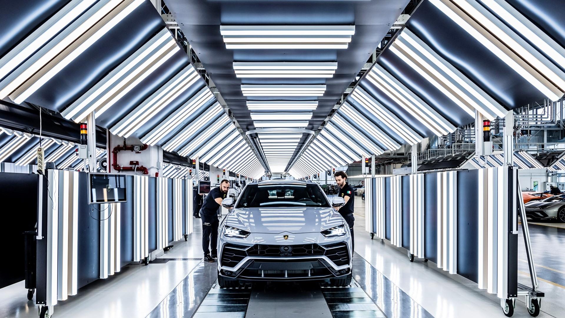 New production record: Automobili Lamborghini celebrates the 10,000th Urus - Image 1